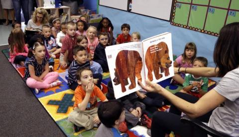 Teacher reading to her Kindergarten students.